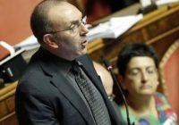 Il senatore Vito Petrocelli in aula